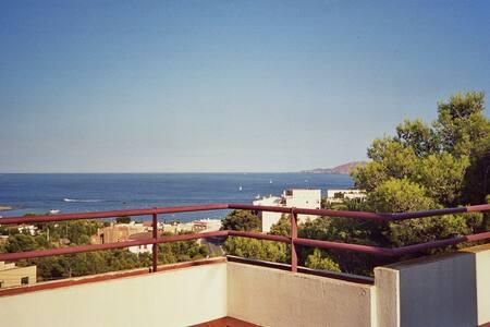 Vistas, amplia terraza,luminoso y con garage - Llançà - Pis