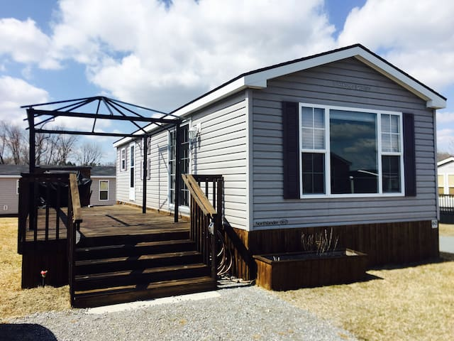 Bellmere Winds Resorts Cottage -  Lake View