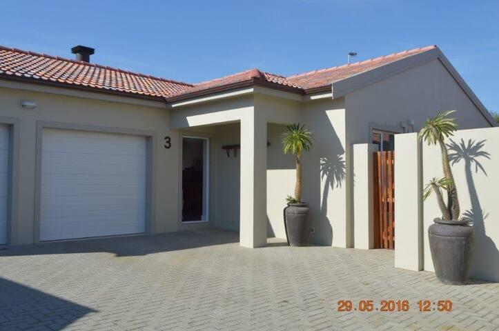 3 @ Villa Rouxle Northern Suburbs - Cape Town - Townhouse