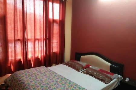 Warmly Decorated Room in Shimla - 西姆拉(Shimla) - 独立屋