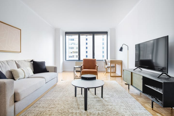 Generous Midtown East 2 BR w/ Gym, Pool, by Blueground