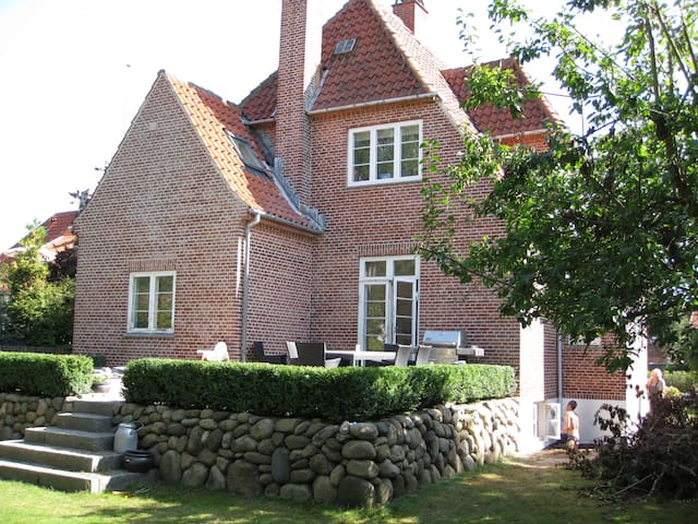 Big renovated house to 10 people close to city - Gentofte - Casa