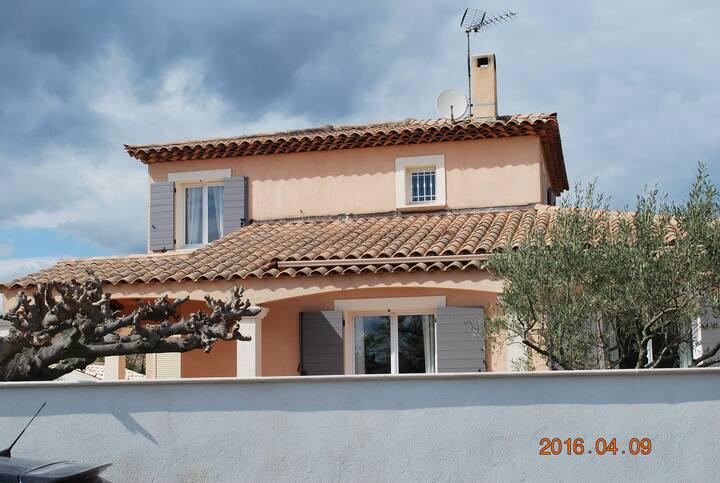 villa provençale entre terre et mer