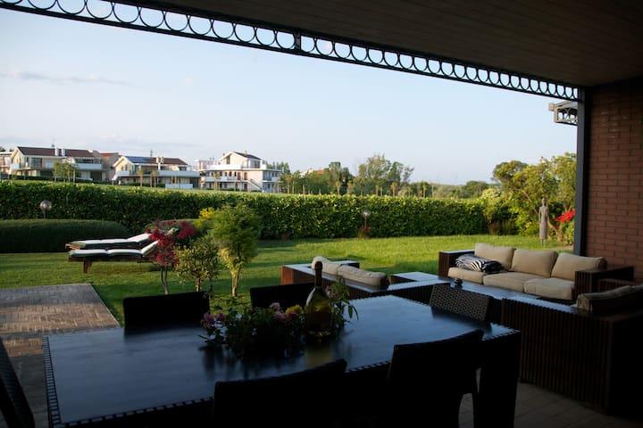 Villa in Miglianico Golf Club - Miglianico - วิลล่า