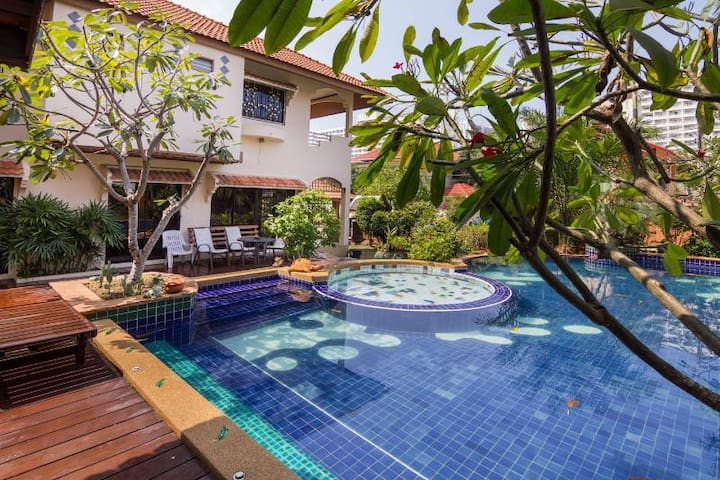 Villa Jade with 4 bedrooms and Private Pool - Bang Lamung - Casa de camp