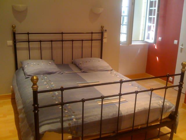 Chambre 1 étage pour 2 personnes lit 160