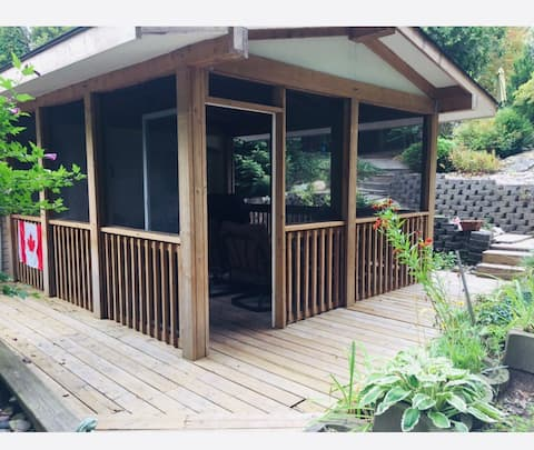 The Sweet Retreat - Entire Cottage in Point Clark