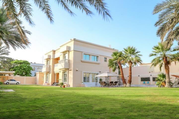Big Villa 5 Bedrooms next to Burj Alarab
