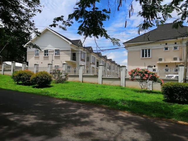 Luxury 3 bedroom Duplex: Olive Court Agodi GRA