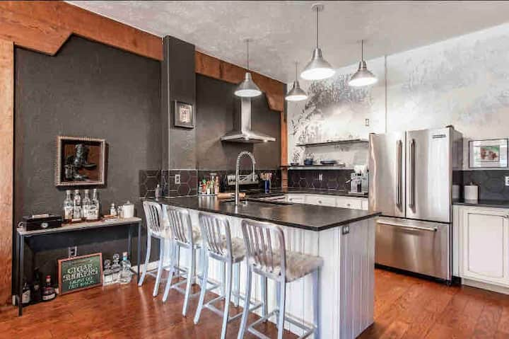 Remodeled in the heart of downtown