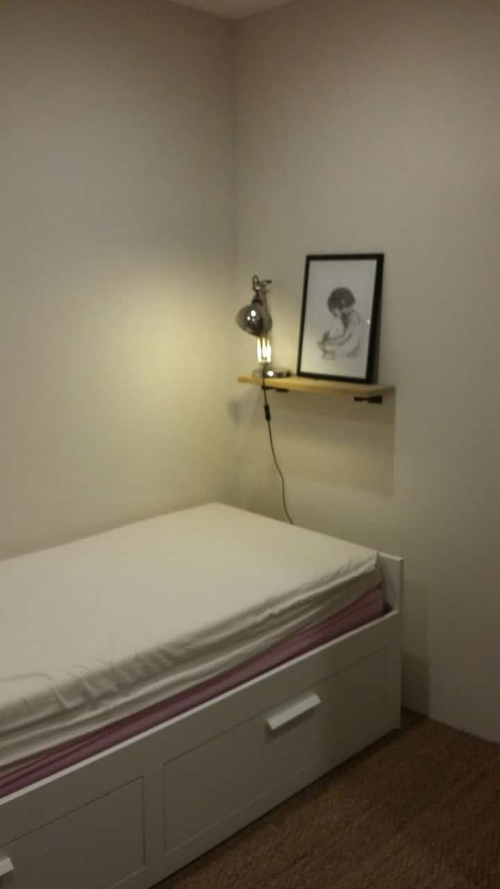 Petite chambre cosy dans maison de village