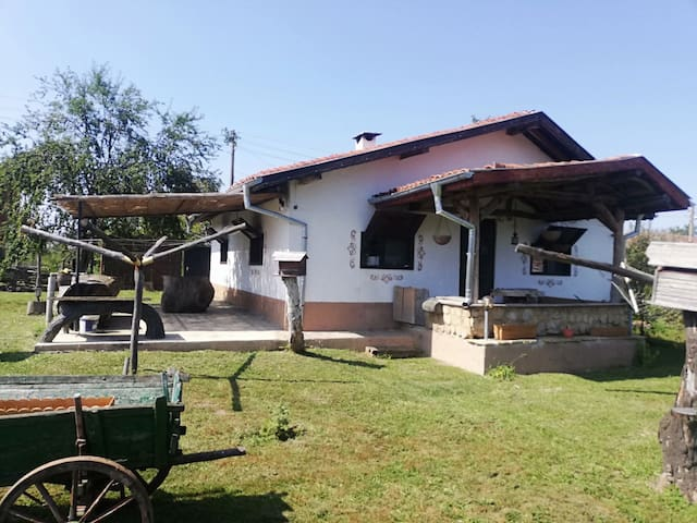 Paradise house,Izgrev,Sliven has 6 beds in total