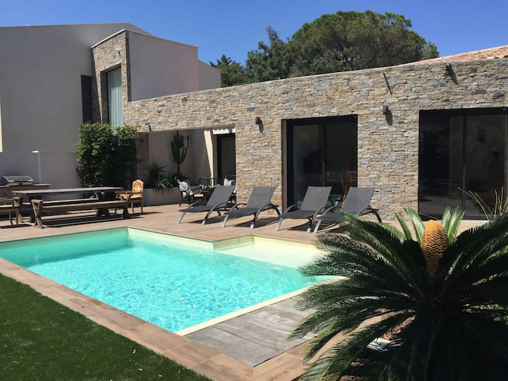 Villa with terrace and pool near St-Tropez beach