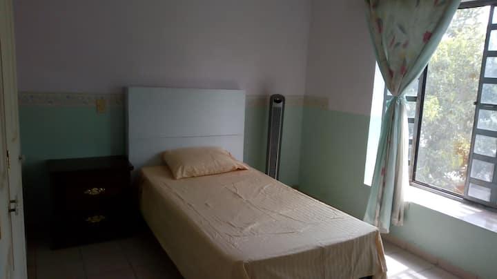 Comoda habitaciòn I para una agradable estancia.