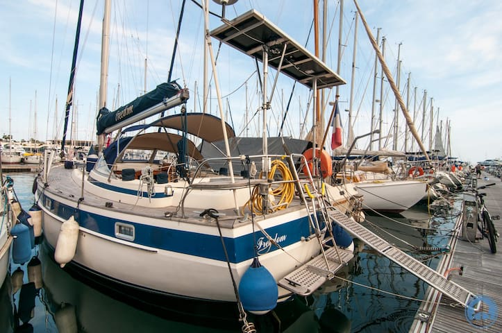Sailing ship, 38 feet