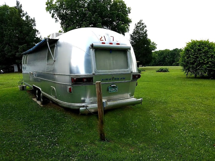 Air Stream 2 -Vintage Overlooks the Lakes