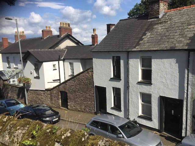 Newport City Centre 3 Bedroom Renovated Cottage