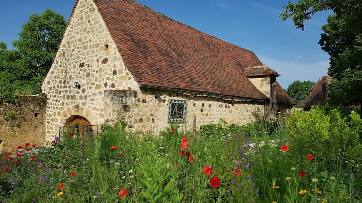 Dordogne cottage for 4 with pool