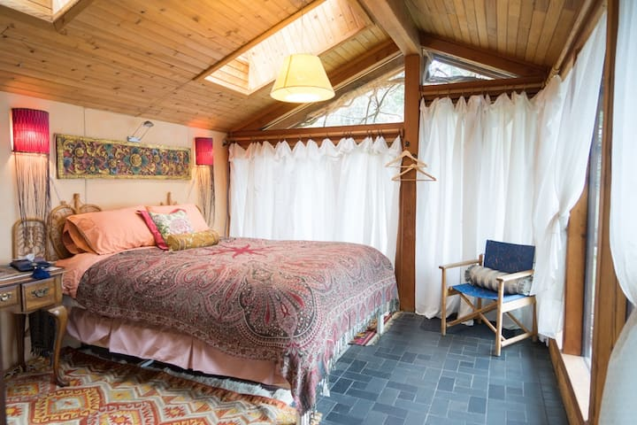Moon Rise Suite in Eagle's Nest on Galiano Island