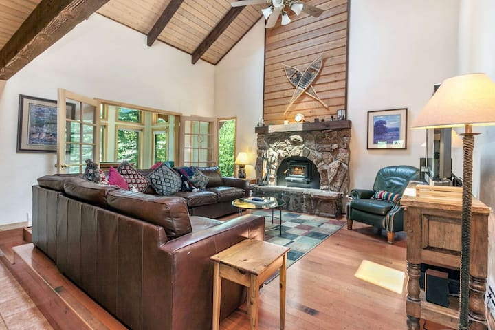 Convenient to Mtn, Easy Walk to Bus Stop, Private Hot Tub, East Vail Home, Perfect for Large Groups!