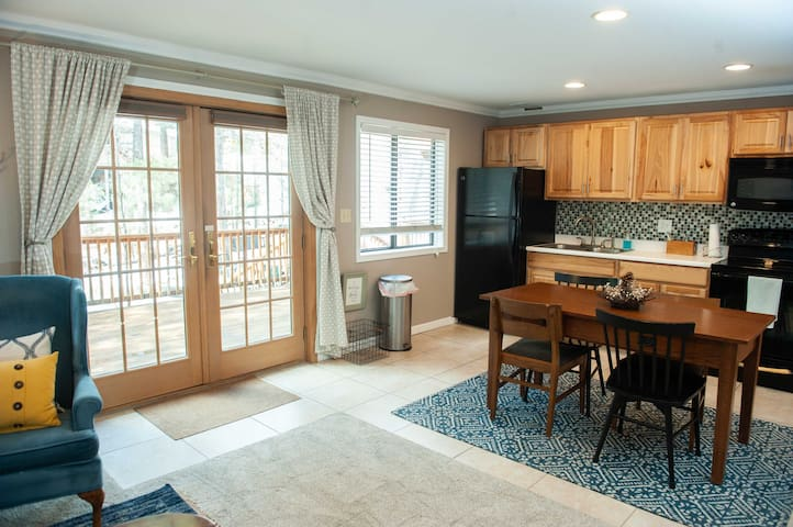 Flagstaff Hometel Suites #2. Mountain Getaway!
