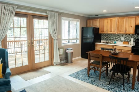 Flagstaff Hometel Suites #2. Mountain Getaway!