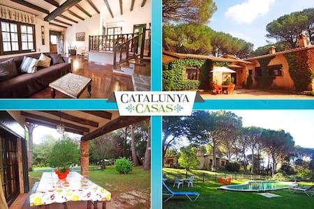 Villa encantadora y privada de cinco dormitorios en Santa Cristina d'Aro, a sólo 5 min de la playa - Costa Brava - 别墅
