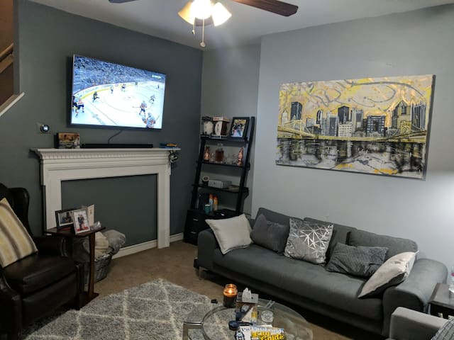 Modern townhome minutes away from PPG Paints Arena