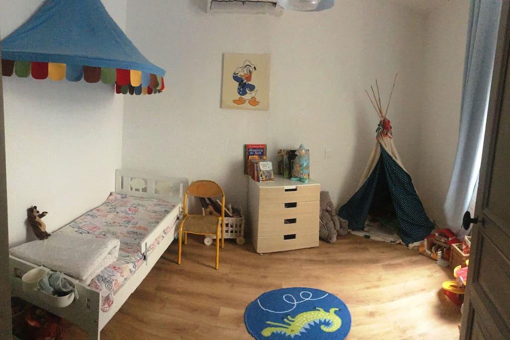 Chambre enfant, 1 lit + possibilité d'ajouter un lit d'appoint