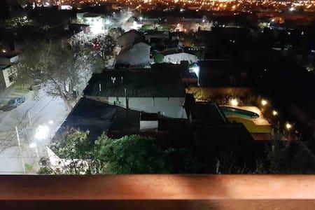 Dpto Gral Roca pleno centro! Balcón, luminoso!