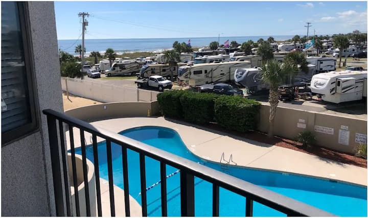Myrtle Beach Resort Studio-Ocean & Pool views!