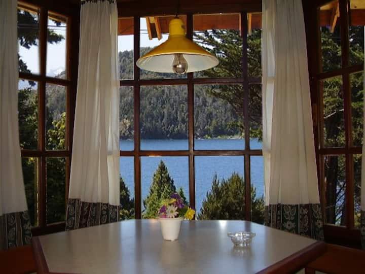 Departamento con vista al lago en la costanera.