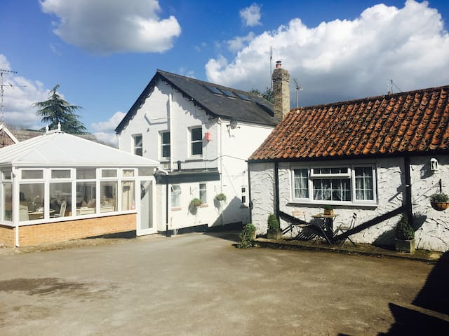 The Pear Tree  Cottages  B&B cozy chic county digs - Balsham - Bungalow
