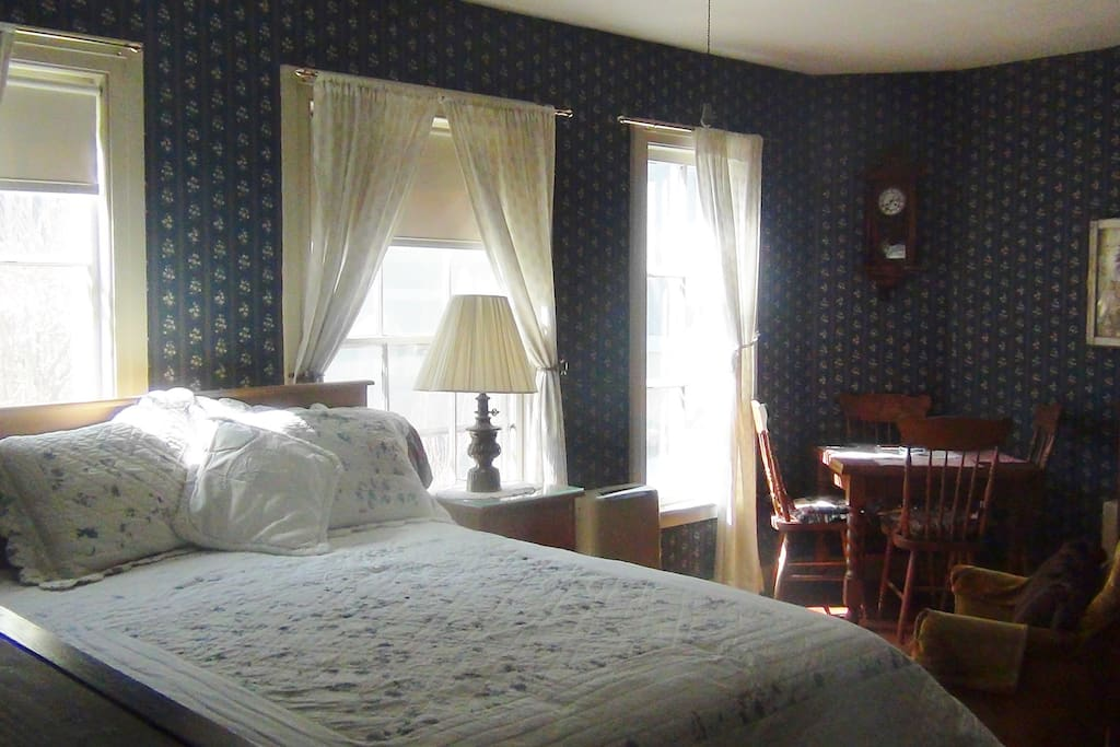 The Willard Suite with Queen size bed
