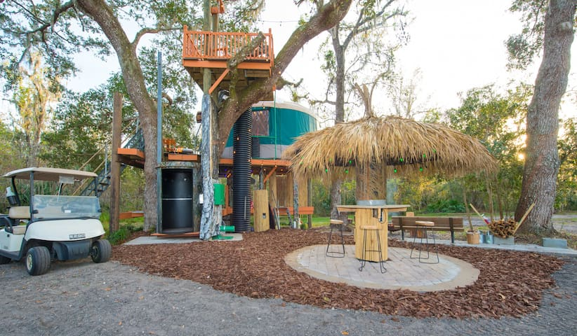Treehouse elevator and Tiki hut