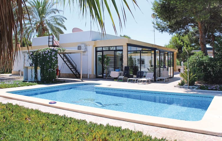 Holiday cottage with 4 bedrooms on 185 m² in Crevillente
