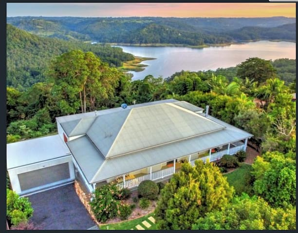 Montville spectacular views luxury accommodation - Montville