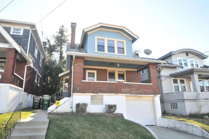 Fully-furnished house; 0.5mi to UC, CCM