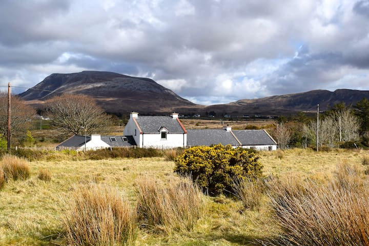 Large period cottage with amazing views in Donegal - Donegal - Huis