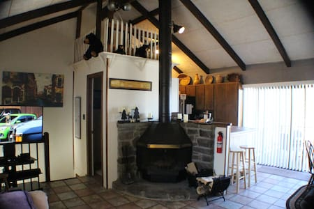AC Upstairs - Close to Lifts, Updated, Bunks, FP
