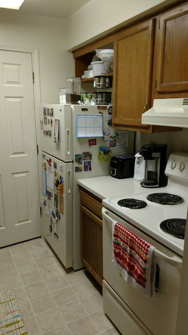 Kitchen- fully equipped with small appliances and some base foods!