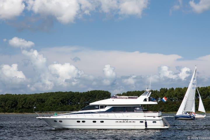 Overnachten op luxe jacht in haven van Yerseke - Wemeldinge - Bot