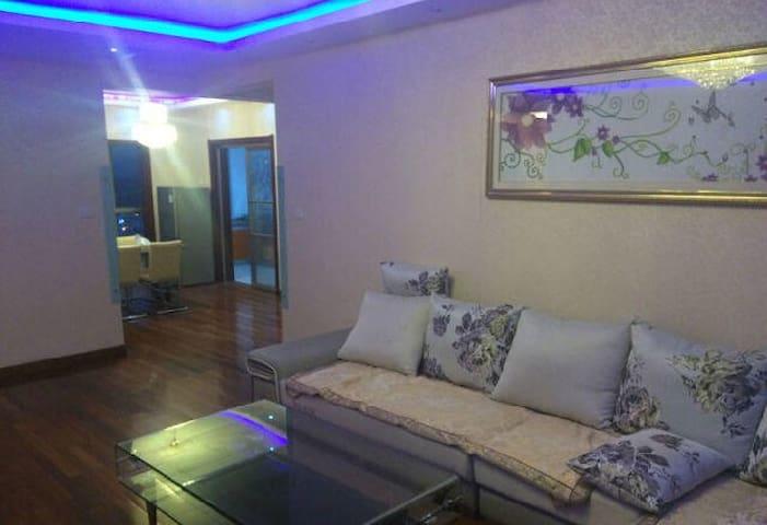 紧邻万达广场和嬉水公园的精装温馨住宅 - Dongying - Apartmen