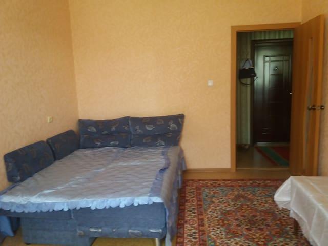 Уютная небольшая квартира ждет гостей.