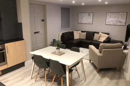Stylish ground floor flat close to amenities
