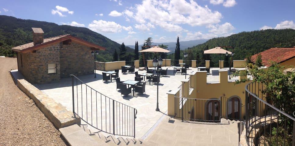 Borgo I Tre Baroni Villa in Tuscany