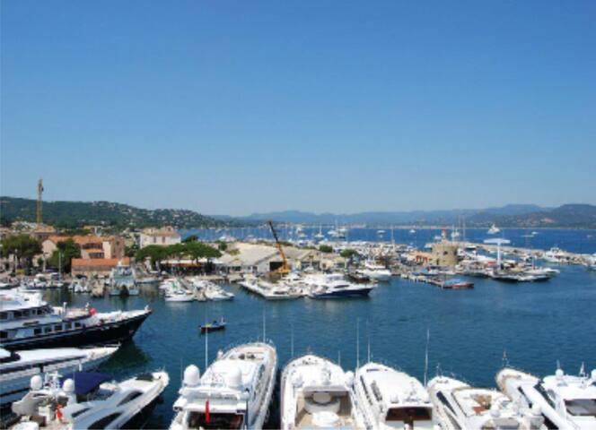 F1 refait à neuf, terrasse , port de St Tropez