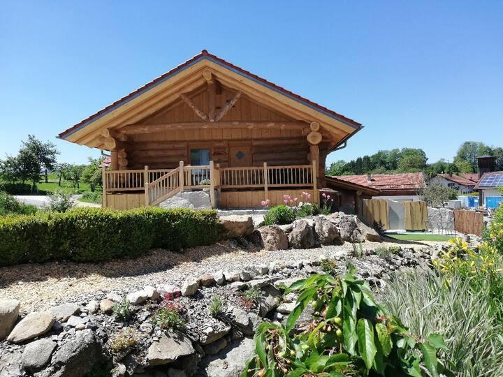 Willis Hütte (Zachenberg), Chaletwohnung Blockhütte mit Hängematte und Himmelbett