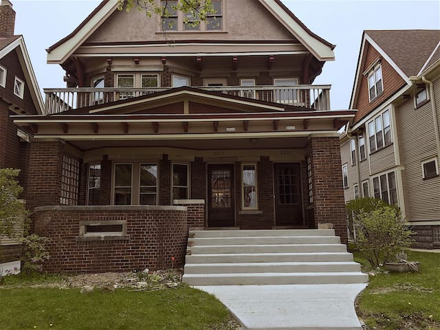Charming Duplex Lower, close to everything