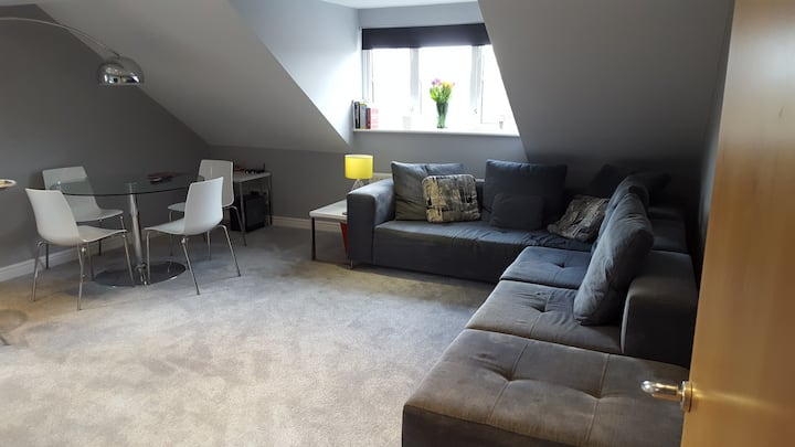 Large double room-private bathroom & free parking